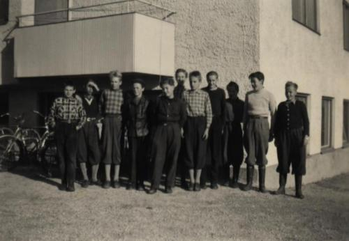 Skinnskolan 1953-54 utomhus